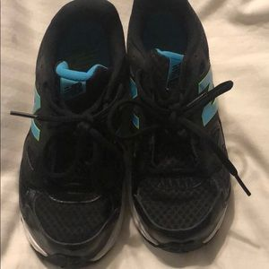 New balance 680v3 boys shoes